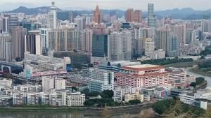 香港側から見た深圳の街並み