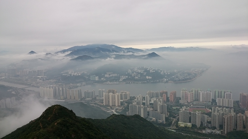馬鞍山:Ma On Shanから見た雲海と街並