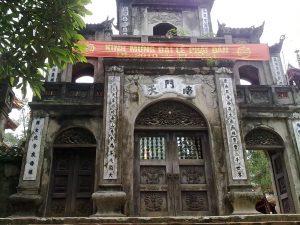 (ベトナムの古い寺にある漢字)