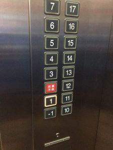 エレベーター地下1階の表示