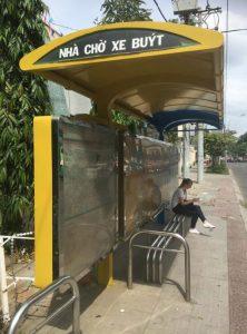 街中のバス停